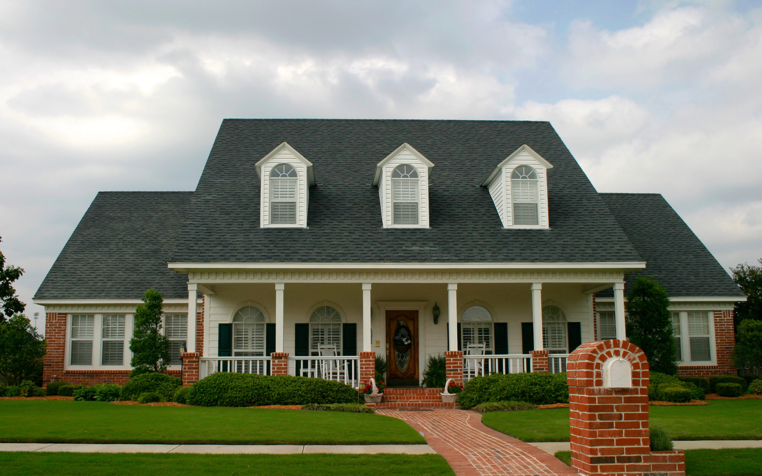 Clean Asphalt Roof on House